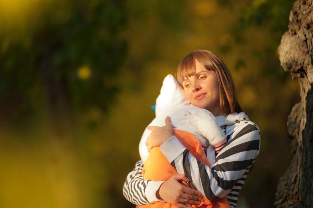 babies drink cold breast milk woman sunlight hug